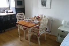 De tafel klaar voor het ontbijt